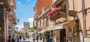Taormina il Corso 300x141 TAORMINA